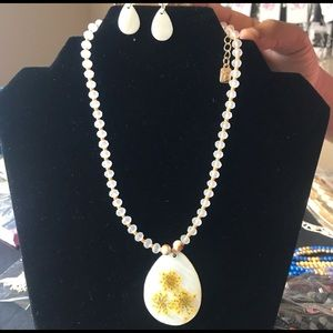 Flat shell Pearl Necklace